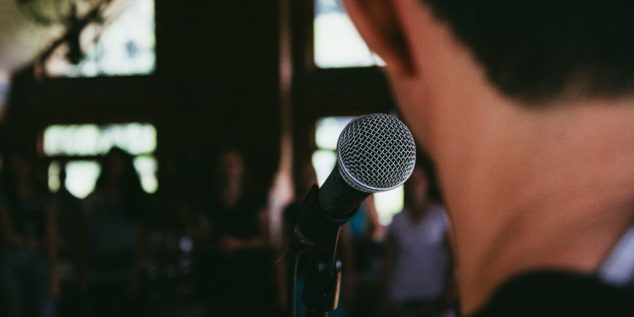 La paura di parlare in pubblico: come superarla