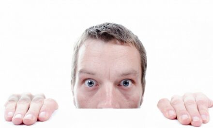 La paura del giudizio degli altri: come liberarsene