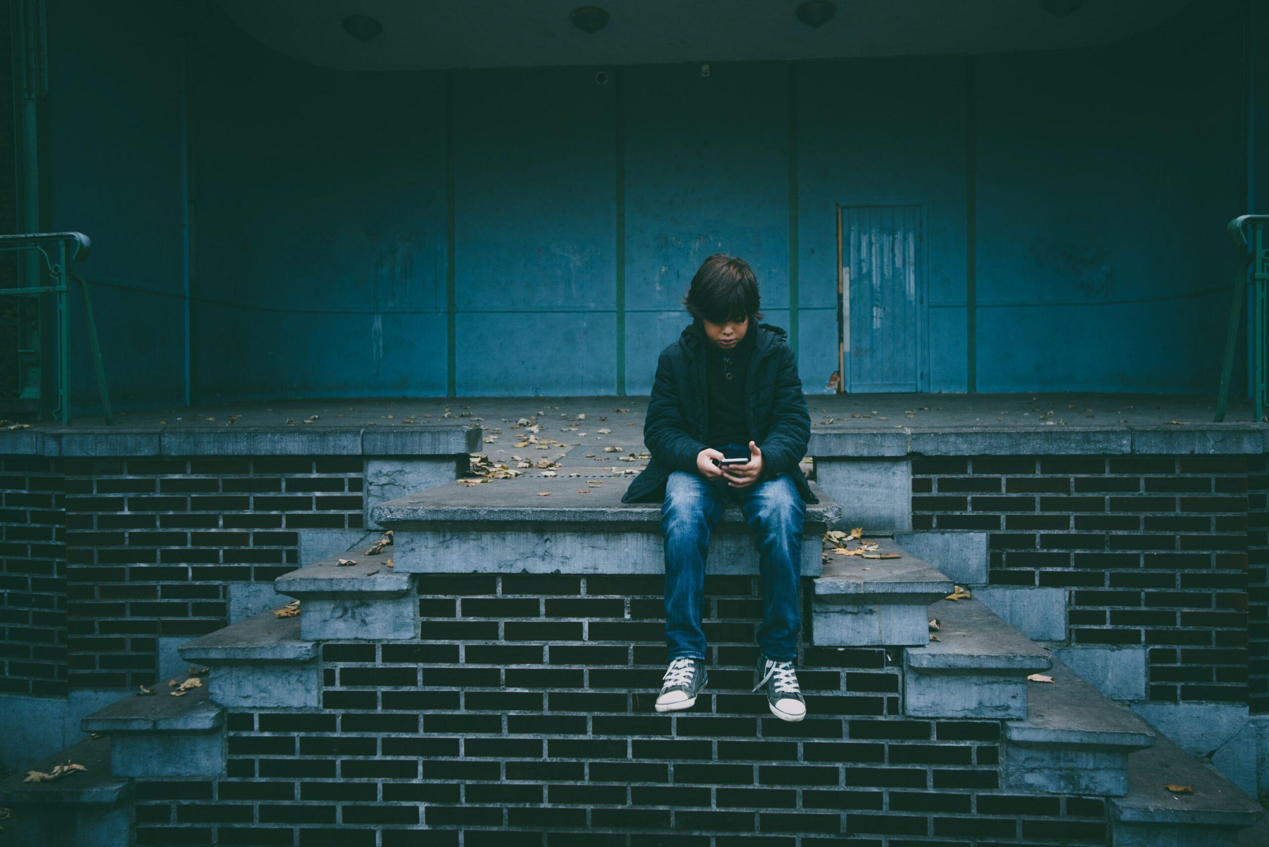 Smartphone e tecnologie digitali per non restare da soli